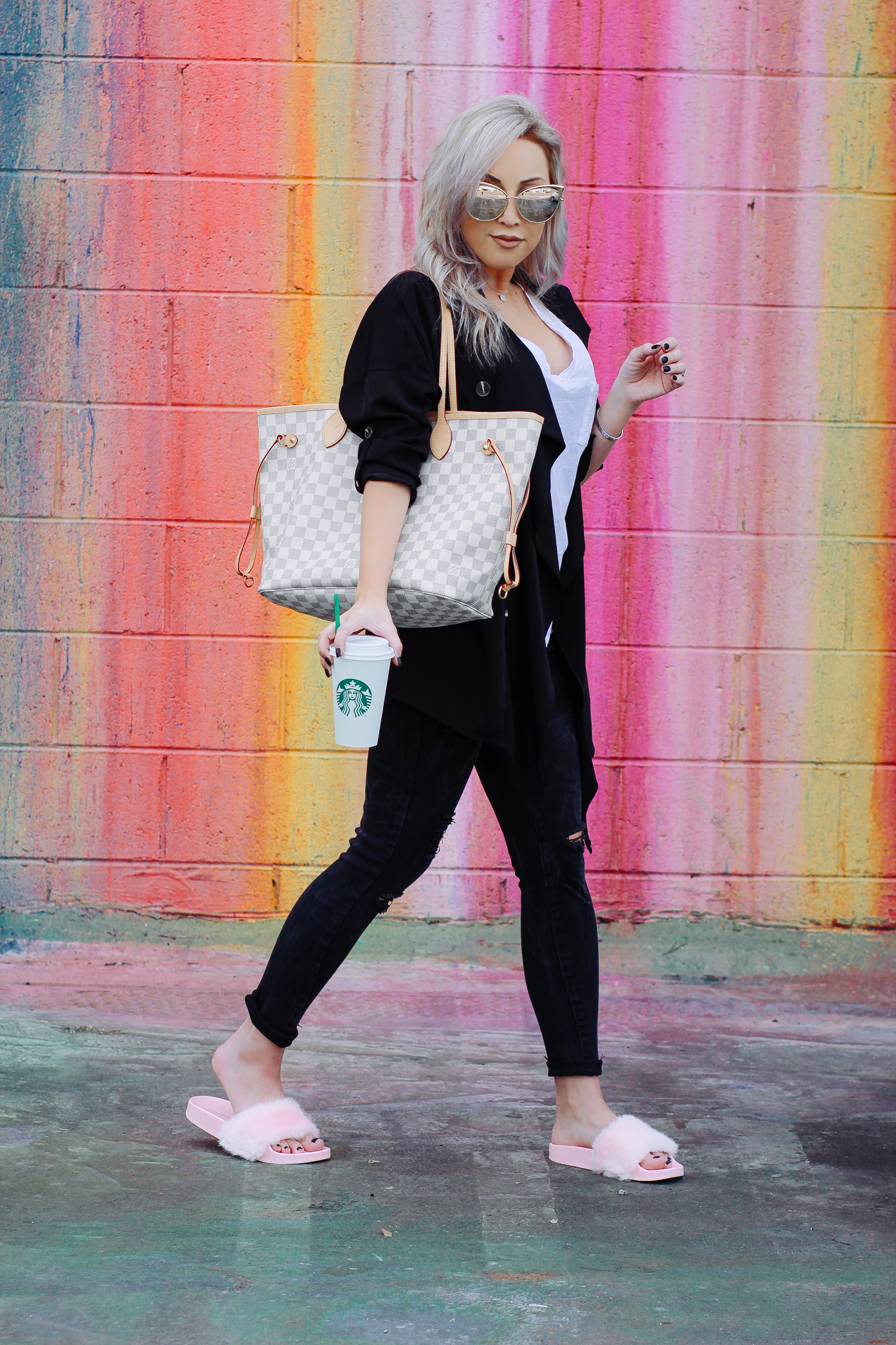 Blondie in the City | Checkered Louis Vuitton Neverfull Bag | Pink Fuzzy Slippers | Mirrored Sunglasses