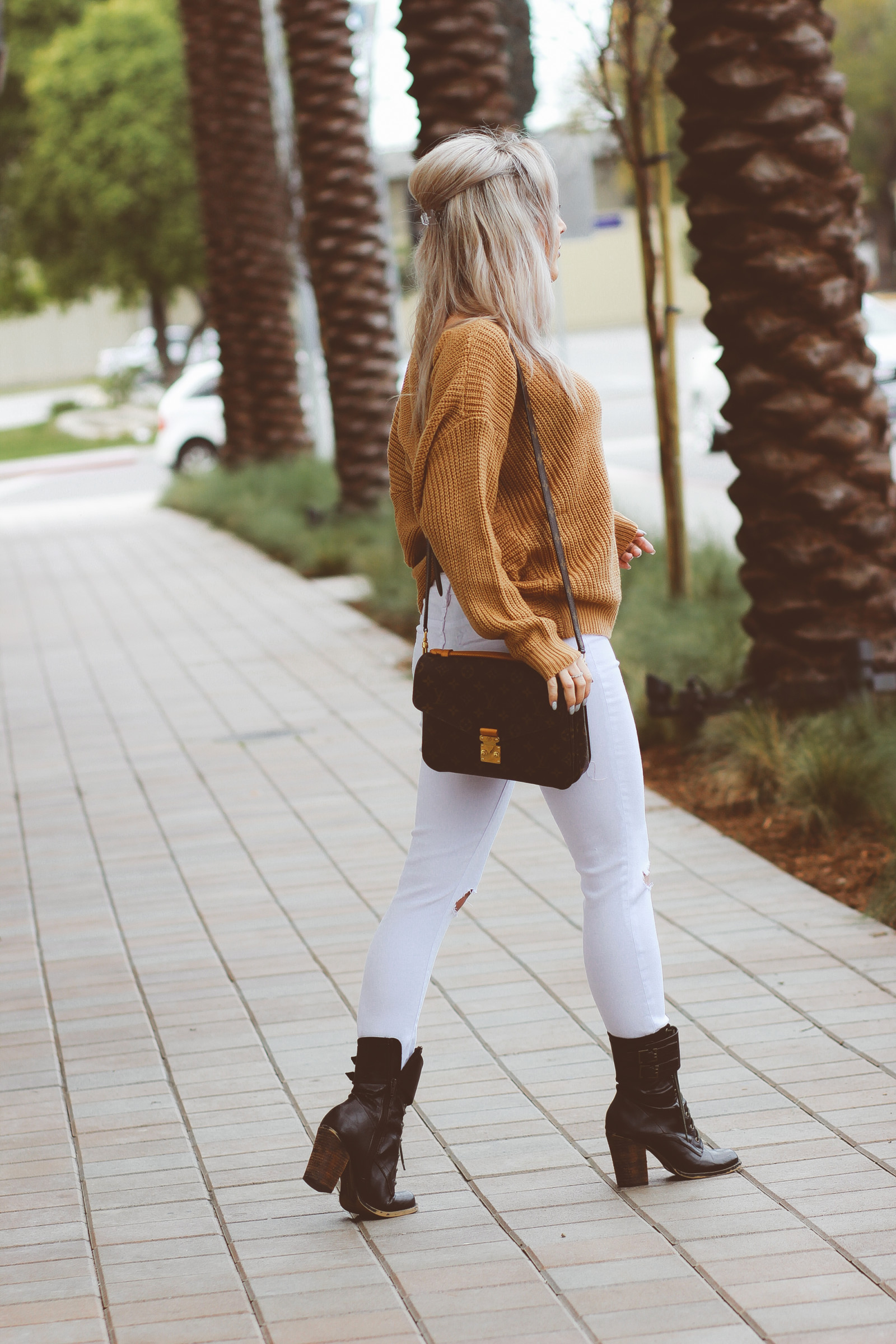 Blondie in the City | White Ripped Jeans by @tractrjeans | Brown Oversized Sweater | Louis Vuitton Pochette Metis