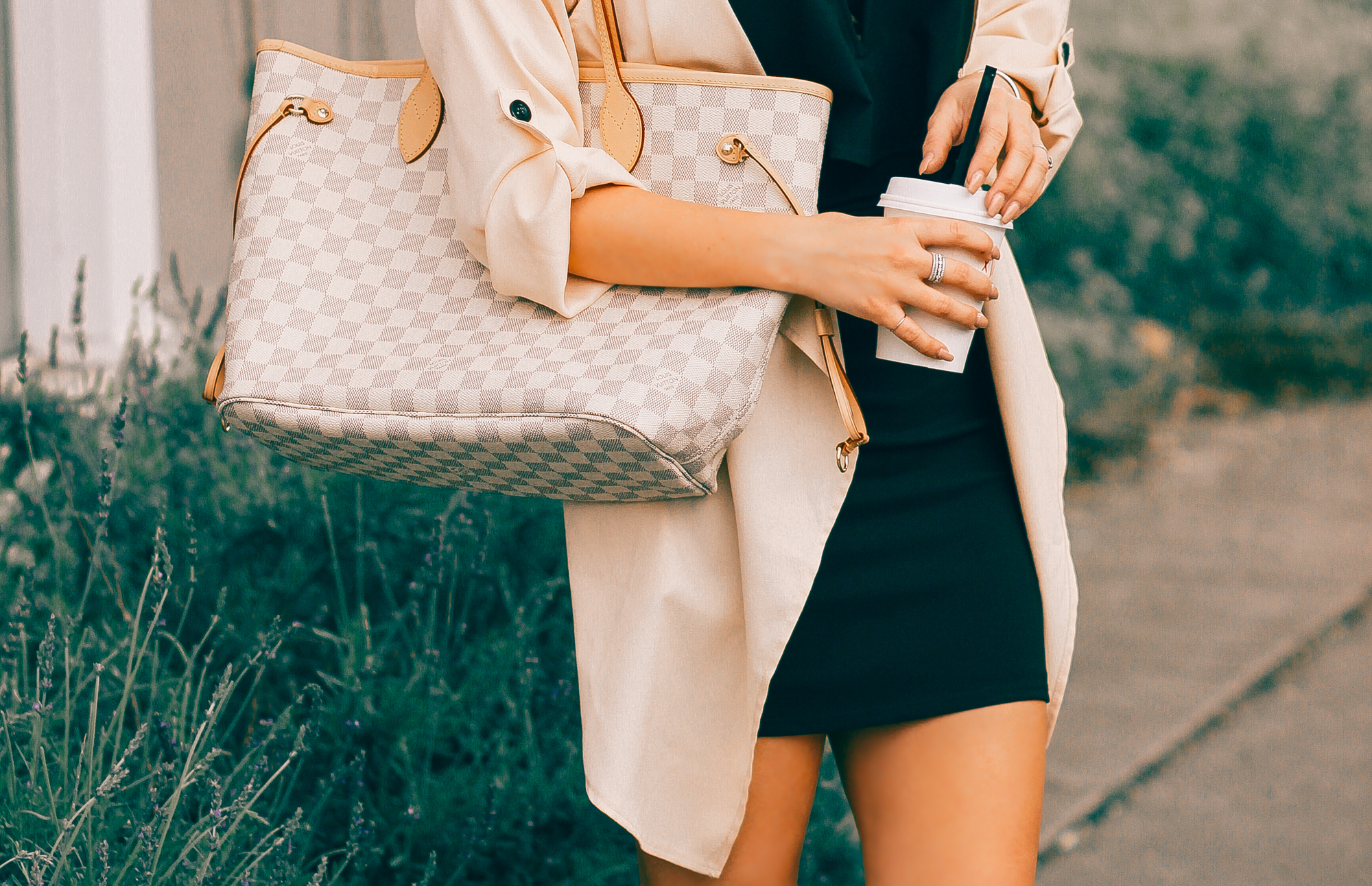 Blondie in the City | Neutral Tones | Louis Vuitton Neverfull