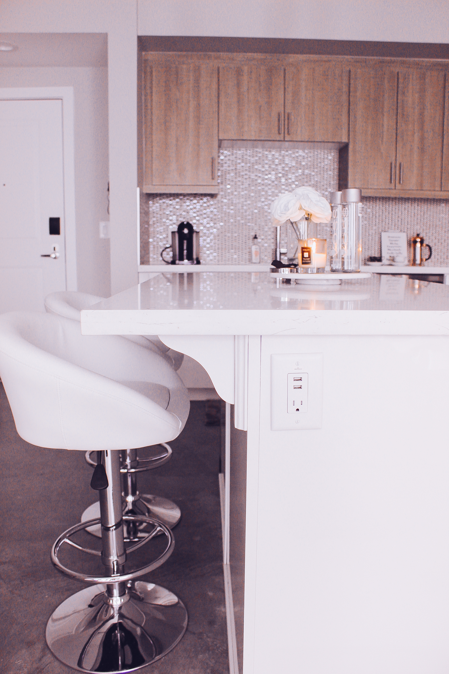 Blondie in the City | Minimal Home Decor | Kitchen Decor | White Marble Kitchen | Neutral Kitchen Decor | #Decor #Home