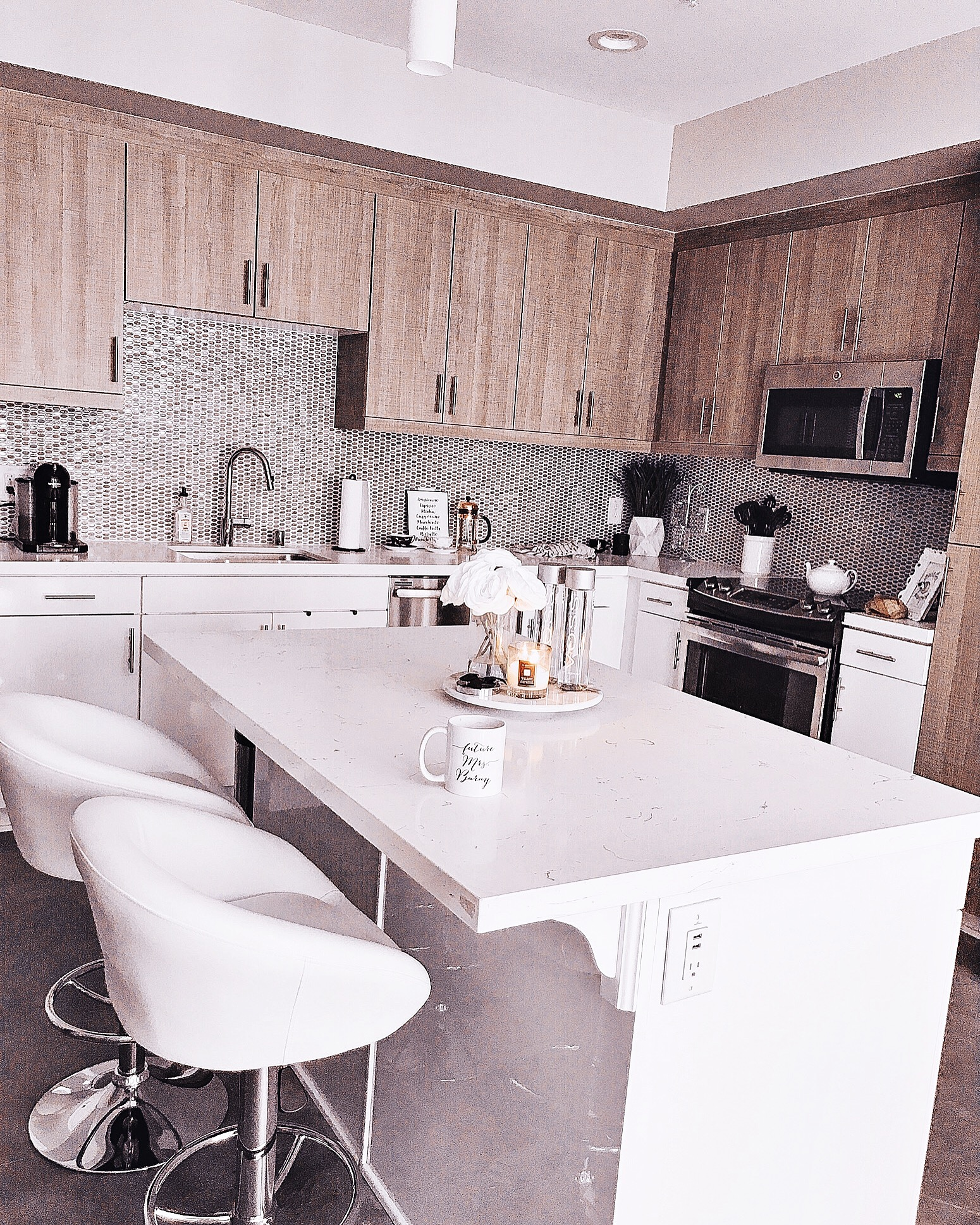 Blondie in the City | White & Beige Kitchen Decor | Marble Kitchen