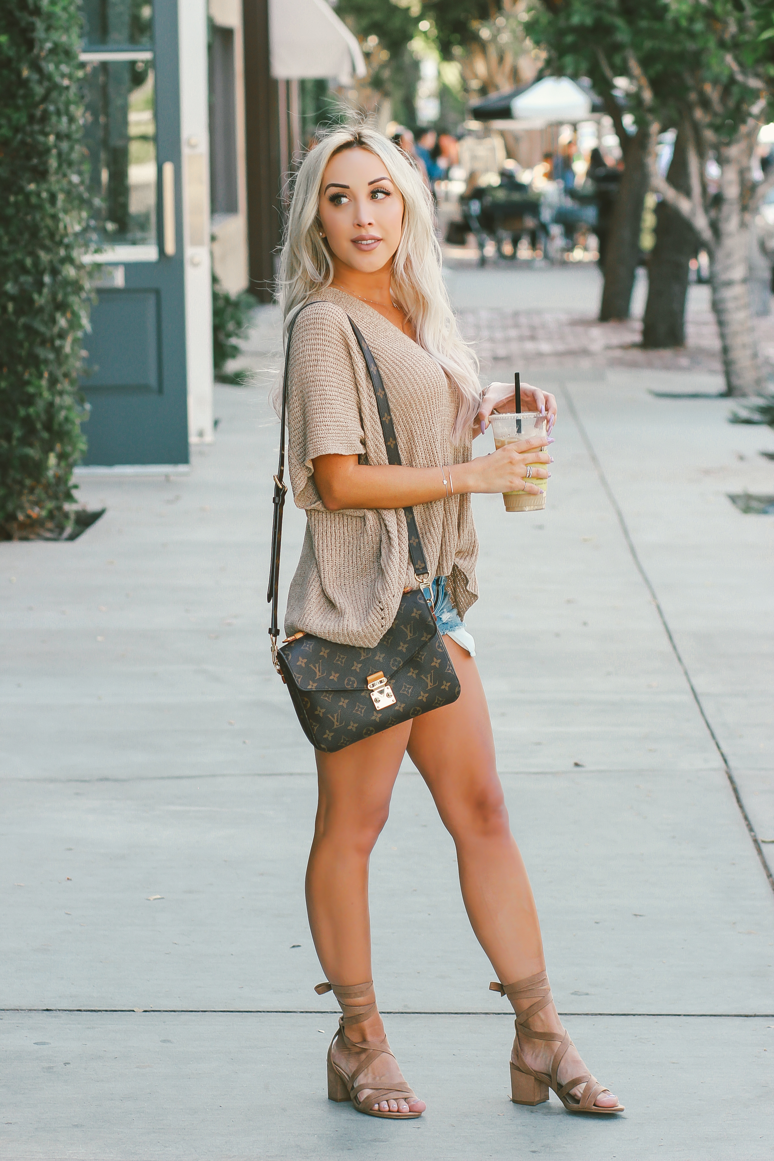 Blondie in the City | Neutral Fall Style | Louis Vuitton | Louis Vuitton Pochette Metis